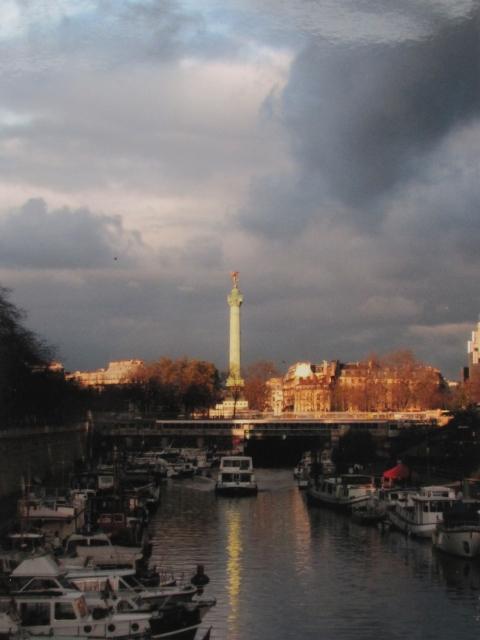 Paris Port de l\'Arsenal and Colonne de la Bastille