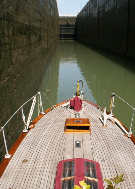 Rhine lock with just enough space for Ruda!